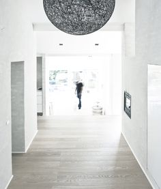 LOVE the floors & Wall tones .Calm and Natural Nordic Interior Design - Fredensborg House by NORM Architects Modern Hall, Modern Entryway, Nordic Interior Design, Roof Colors, Entry Way Design, House And Home Magazine, Decoration, Interior Architecture, Modern Design