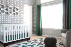 Love the geometric accent wall! #modern #nursery