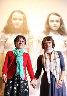 Lisa and Louise Burns, who played the Grady twins in The Shining, visit their iconic dresses at the Stanley Kubrick Exhibit at the National Museum in Krakow, Poland. George Rr Martin, Best Horror Movies, Scary Movies, Ghost Movies, Stanley Kubrick The Shining, The Shining Twins, Reece Shearsmith, Stephen King Books, Movie Posters