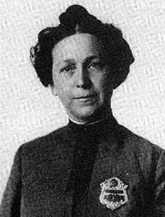 In September 1910, Alice Stebbins Wells became the first female police officer with arrest powers in the US. Women previously served in law enforcement primarily for the care of female prisoners. Wells, a former social worker, served in Los Angeles, CA.