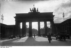 Brandenburg Gatee - Berlin, 1920s