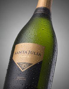 Redesign of SANTA JULIA Sparkling range, the one of highest volume in the brand. Varieties: Extra Brut, Brut Nature and Rosé Brut