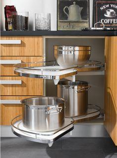 İntema Mutfak köşe dolap çözümleri ile mutfaklarınızdaki kullanımı zor atıl alanları fonksiyonel hacimlere dönüşüyor.
