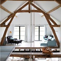Mezzanine Wohnzimmer mit Eichenbalken
