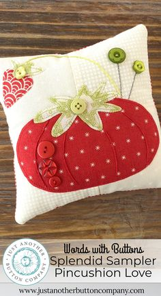 Wonderful Choose the Right Fabric for Your Sewing Project Ideas. Amazing Choose the Right Fabric for Your Sewing Project Ideas. Wool Applique, Applique Patterns, Pincushion Patterns, Applique Towels, Small Sewing Projects, Sewing Crafts, Sewing Tools, Pincushion Tutorial, Pin Cushions