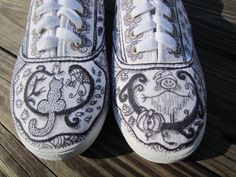 These are Zentangle shoes I made.