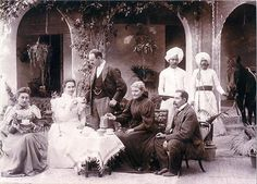 British Family having tea in bombay during The Colonial British India circa Colonial India, British Colonial Style, Victorian Photos, Victorian Era, Vintage Photographs, Vintage Photos, Portraits Victoriens, British Family, Vintage India