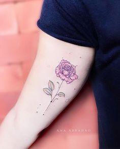 R O S A.  C O R.  D E. R O S A 🌿  Assim..tão rosa e clara é a tua flor, Flor não só tua  Rosa é flor do mundo, tão eterna quanto a que guardo em meu livro.. Rosa, tu és tão cor de rosa.. Não deixe de ser flor! 💐  Rosa que mora agora em um bracinho simpaticamente Goiano! #rose #tattoo #art #inspiration #ink #fineart #tattooartist #anaabrahao #rosa #tatuagem