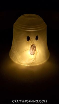 Glowing Pendant Light Shade Ghost- cute halloween craft for kids or adults to make! Easy outdoor halloween decor perfect for the porch. It flickers and glows!