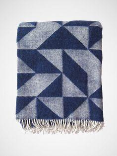 Geometric Wolldecke dunkelblau