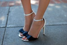Yes, please :)  Summer sandals with black bow