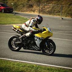 Would love to have a race on this beast  #bigbang #r1 #yamaha #trackday #race #dainese #dainesegirl #7 #dainesecrew #yzfr1 #yzf #sportsbikes #track #motorcycle #fastbike #suzuki #shoei #killswitchbikes #bikersofinstagram #pistonaddictz #ridersbook #superbikes2015 #europeanbikers #superbikes1k #motorcycleracing #bikergirlsofinstagram #yamaharacing by ievab7