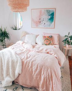 𝐁𝐞𝐝𝐫𝐨𝐨𝐦 𝐢𝐧𝐬𝐩𝐨 we are loving this space not only does it look luxurious but comfy. A room should never allow the eye to settle in one place. It should smile at you and create fantasy home decor decoration salon decoration interieur maison Pink Home Decor, Home Decor Bedroom, Bedroom Ideas, Bedroom Inspo, White Bedroom Decor, Bedroom Themes, Cute Room Decor, Wall Decor, Aesthetic Room Decor