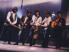 The Traveling Wilburys: Jeff Lynne, Tom Petty, George Harrison, Bob Dylan, Roy Orbison. Mike Campbell, Travelling Wilburys, Jeff Lynne, Music Chords, Classic Rock And Roll, Les Beatles, Music Like, Music Music, Roy Orbison