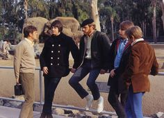 February 15, 1966: Pet Sounds photo shoot. — en San Diego Zoo.