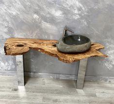 Increible encimera hecha 100% de madera de olivo. La madera de olivo es realmente una maravilla. Los dibujos que realizan sus betas ebocan el carácter único de una madera preciosa. Ideal para situar encima un lavabo o como repisa en cualquier rincón del hogar.   Alto 6cm x Ancho 147cm x Fondo 53-44cm Rustic Bathroom Designs, Wooden Bathroom, Rustic Bathrooms, Small Bathroom, Bathroom Interior, Interior Design Living Room, Toilet Sink, Stone Sink, Bathroom Styling