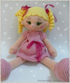Bu çok tatlı amigurumi örgü oyuncak bebeğin adı Lola... / Her name is Lola...