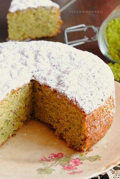 sponge cake with pistachio, pistachio cake Sponge Cake Easy, Sponge Cake Roll, Vanilla Sponge Cake, Sponge Cake Recipes, Strawberry Sponge Cake, Pistachio Dessert, Chocolate Sponge Cake, American Cake, Gourmet