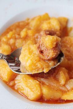 Hoy os traigo una receta sencilla, económica y rápida de preparar, patatas guisadas con chorizo , un plato de cuchara que ya empieza a apet...