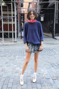 Man Repeller Leandra Medine wearing sequinned flippy mini skirt, navy knit jumper, red bandana kneckerchief, white ankle sorts and cream lace ankle boots. Fashion Me Now, Daily Fashion, Look Fashion, Fashion Outfits, Fashion Weeks, Fashion 2020, Milan Fashion, Street Fashion, Leandra Medine