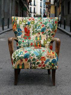 La Tapicera: Butaca orejera tapizada con tela de Frida Kahlo