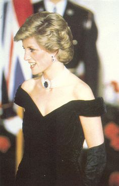 November 9, 1985: Princess Diana at a State dinner given by President and Mrs Reagan at the White House, Washington, D.C.