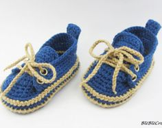 Green Baby Sneakers, Crochet baby sneakers, Crochet baby booties , Infant Crochet Booties, Baby Boy Shoes, Boots for babies, baby sneakers.My yarn is 55% cotton, 45% acrylic. Soft, gentle for babies.So it is better to protect the baby skin.Have crochet sole+Eva Foam Rubbers Shoe/Boot.  The pattern is so adorable and comfort, durability.It is suitable from newborn to the baby within the first year .  Size: (please include the size in the note to seller box at checkout ,thank you)  newborn-3…