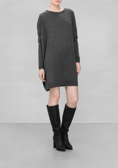 A relaxed-fit dress made from warm and comfy wool.