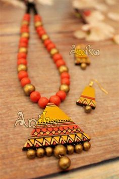 To order please what's app 9657963466. Rs-550/- Terracotta Jewellery Online, Terracotta Jewellery Designs, Polymer Clay Necklace, Polymer Clay Pendant, Bead Embroidery Jewelry, Fabric Jewelry, Teracotta Jewellery, Thread Bangles Design, Terracotta Earrings