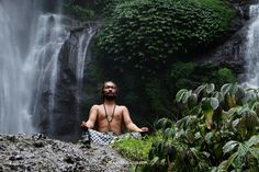 #ikzieikzie #bali magic #hindu master #zanzan of @OMUnityBali meditating at the #sekumpul waterfalls #green travel  www.omunitybali.com