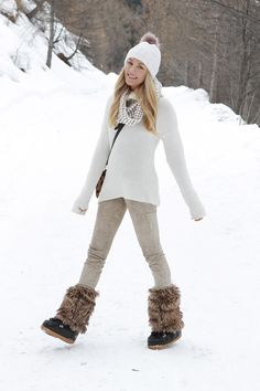 How To Wear Snow Boots (Sans The Snowsuit) how to wear snow shoes, winter outfits, snow outfits, Italy Fashion, Ski Fashion, Look Fashion, Travel Fashion, Fashion Black, Fashion Ideas, Fall Winter Outfits, Winter Wear, Autumn Winter Fashion