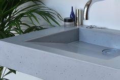 Concrete washbasin Gravelli Slant 07 Single in grey variant. Kinds Of Shapes, Red Wine, Concrete, Sink, Grey, Home Decor, Sink Tops, Gray, Vessel Sink