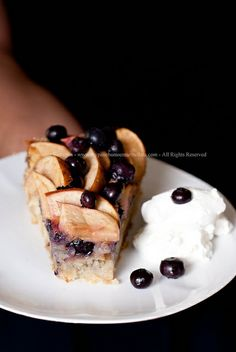 Torta di Mele e Mirtilli della Nonna di Donna Hay - Grandma's Apple and Blueberry Cake