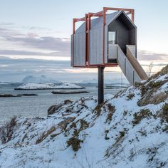 Urlaub Architektur's Holiday Architecture book roundup: Fordypningsrommet Fleinvær by TYIN Tegnestue Architects and Rental Eggertsson Architects Casas Country, Timber Cabin, Nordic Living, Tower House, Tiny House Cabin, Cabins And Cottages, Cabin Design, Scandinavian Home, Modern Buildings