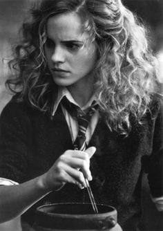This is how Hermione's hair should have been most of the time.