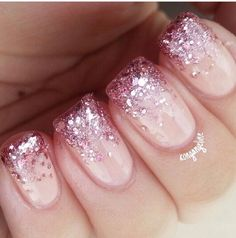 Nails, pink tip nails, gold nail, nails with glitter tips, aumbre nails Aumbre Nails, Pink Tip Nails, Glitter Tip Nails, Prom Nails, Hair And Nails, Acrylic Nails, Nail Pink, Pink Sparkly Nails, Pink Manicure