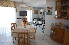 Comodo appartamento sulla 167 Mirror, Furniture, Home Decor, Homemade Home Decor, Mirrors, Home Furnishings, Decoration Home, Arredamento, Vanity