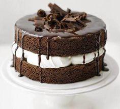 E aí vamos chegar chegando?! Que bolo simples e lindo! Sem segredos e rapidinho de fazer...