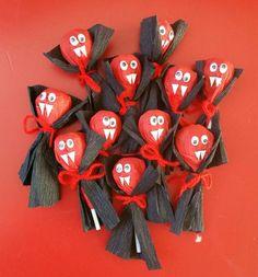 Vampiri con chupa-chups per Halloween