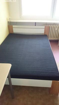 1250 Praha s matracem 140x200 Nabízím manželskou postel i s roštem. Rozměry - obrázek číslo 1