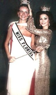 Miss Florida Delta Ramona Leah Burke, out shinning the new comer Miss Teen Usa, Miss Usa, Miss America Winners, Miss Florida, Delta Burke, Bombshell Beauty, Beauty Contest, Hollywood Actor, Celebs