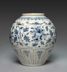 Storage Jar: Blue-and-White Ware,  Vietnam (Annam), 15th century (not 14th as indicated the museum)  stoneware (not porcelain) with underglaze blue, H. 25.50 cm Cleveland Museum of Art