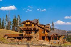 Log Cabin Getaways, Getaway Cabins, Wooden Lodges, Wooden Cabins, Castle Floor Plan, Yellowstone Club, Moose Lodge, Mountain Modern, Cabin Design