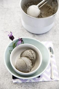 Black Sesame Ice cream, this recipe can be made in a Thermomix, by hand, or in an Ice-cream maker. The only Black Sesame Ice cream recipe you need. Frozen Desserts, Frozen Treats, Fun Desserts, Dessert Recipes, Ice Cream Freeze, Healthy Ice Cream, Thermomix Desserts, Thermomix Icecream, Ice Cream Candy