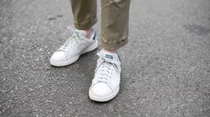 How to Keep Your White Sneakers Pristinely White. We asked the experts how to keep our white sneakers, slip-ons and bags looking clean this summer. White Leather Shoes, White Shoes, White Sneakers, Splendid Shoes, Nike Shoes Outfits, White Slip, Winter White, Chuck Taylor Sneakers, Trendy Outfits