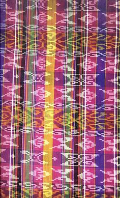 Tie-dyed patterns over warp stripes woven by the Maranao people. The Maranaos are an ethnic tribe in the southern island of Mindanao Ethnic Patterns, Textile Patterns, Textile Art, Filipino Art, Filipino Culture, Filipino Fashion, Philippine Art, Philippines Culture, Baguio