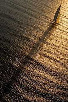 Golden Sunlight, Boat sailing on the ocean. Sports Nautiques, Robert Frank, Sail Away, Saint Tropez, Beautiful Places To Visit, Nice View, Sailing Ships, Sunrise, Surfing