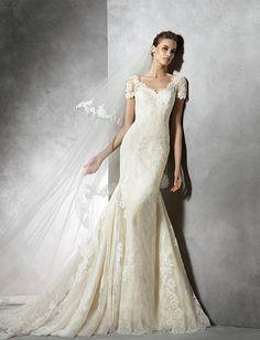 ウェディングドレス最新カタログ | プロノビアス