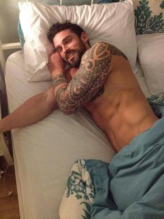 Stuart Reardon. Imagine waking up next to this sexy, scrumptious man. I would never get out of bed!