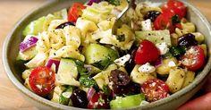 Chargée de tout ce que l'on aime, cette salade de pâte pourrait faire des jaloux au bureau lors de l'heure de lunch!